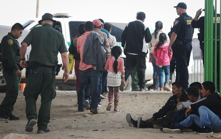 Trump seguirá restringiendo a los solicitantes de asilo y deportará a los niños no acompañados