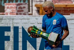 Neymar la sigue pasando bien lejos de París