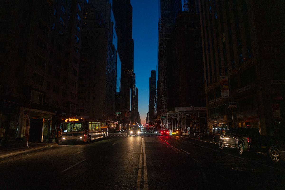 Miles de neoyorquinos están sin energía eléctrica.