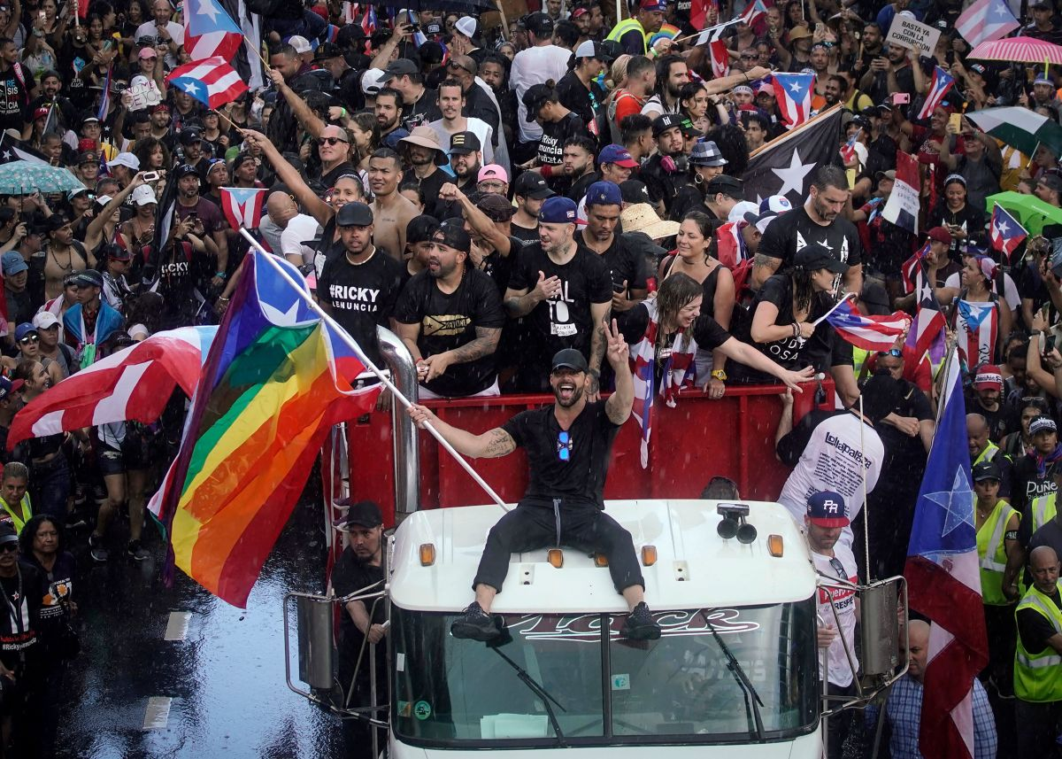 Puerto Rican singer Ricky Martin (C), alongside Puerto Rican rapper Rene Perez, aka Residente, march along Las Americas highway as they take part of a national strike demanding Puerto Rico's Governor Ricardo Rossello resignation in San Juan, Puerto Rico on, July 22, 2019. - Angry protesters blocked the main road in Puerto Rico's capital on Monday as they launched what was expected to be the largest yet of a wave of demonstrations seeking the resignation of the US territory's embattled governor. (Photo by Eric Rojas / AFP)        (Photo credit should read ERIC ROJAS/AFP/Getty Images)