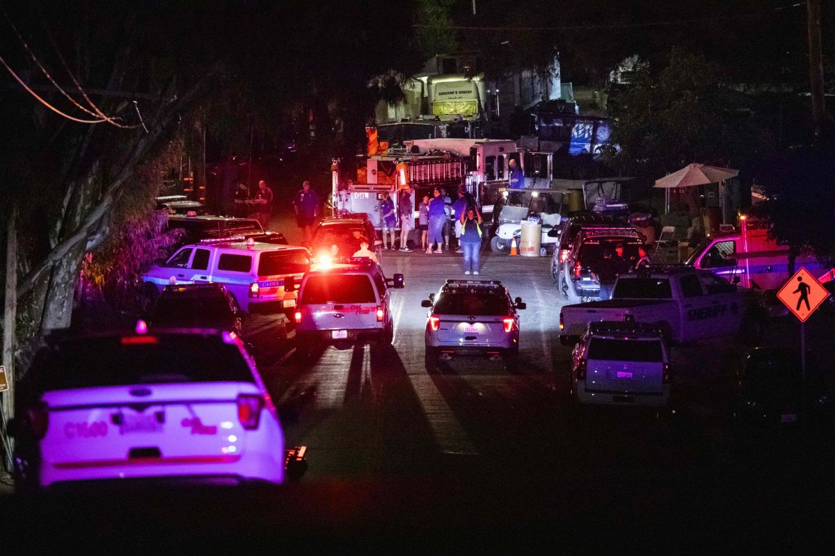 Autoridades llegan al sitio del tiroteo en Gilroy.