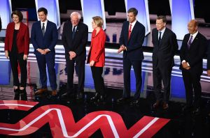 Se reduce la lista de candidatos demócratas que aspiran a derrotar a Trump en las elecciones