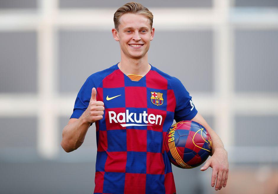 Barcelona presentó su segunda equipación y así reaccionó De Jong