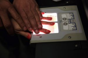 USCIS envía datos biométricos de ciertos inmigrantes al FBI