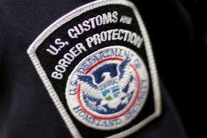 Prohíben a CBP exigir identificaciones a pasajeros al bajar de un avión