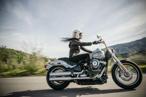 ¿Cómo conducir adecuadamente junto a motociclistas en la calle?