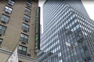 Joven saltó desde bar en piso 16 de hotel en Nueva York