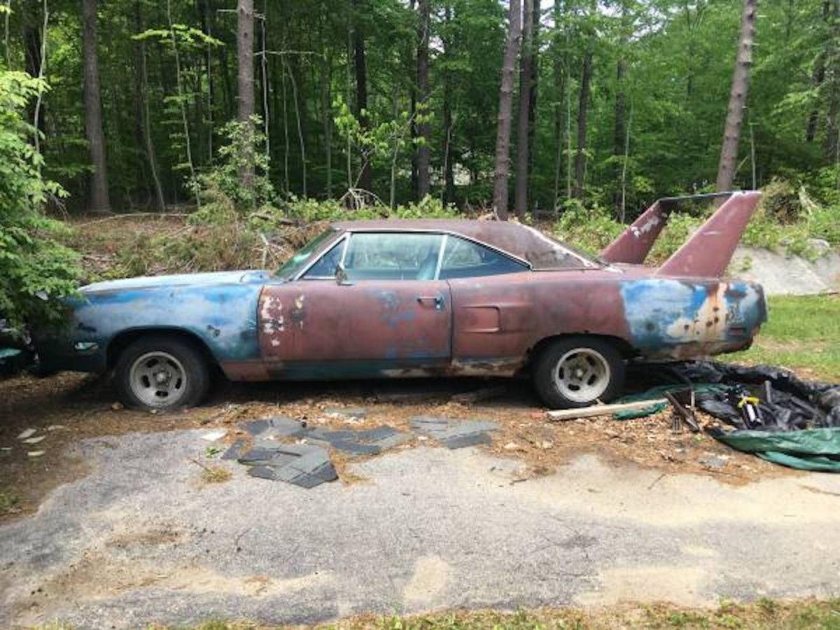 Encuentran abandonado un Plymouth Superbird de 1970 que puede costar hasta $300 mil