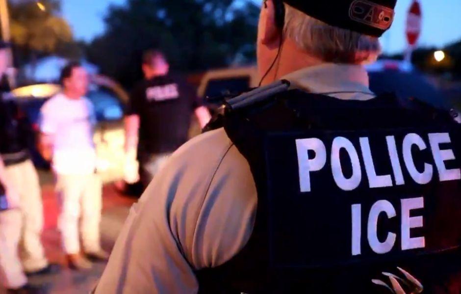 ICE confirma con video detención de 75 inmigrantes y destaca labor de agentes