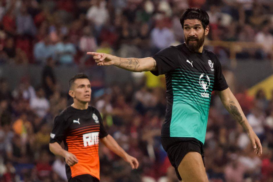 """""""El Loco"""" Abreu se niega a colgar los botines y aumenta su récord de más clubes"""