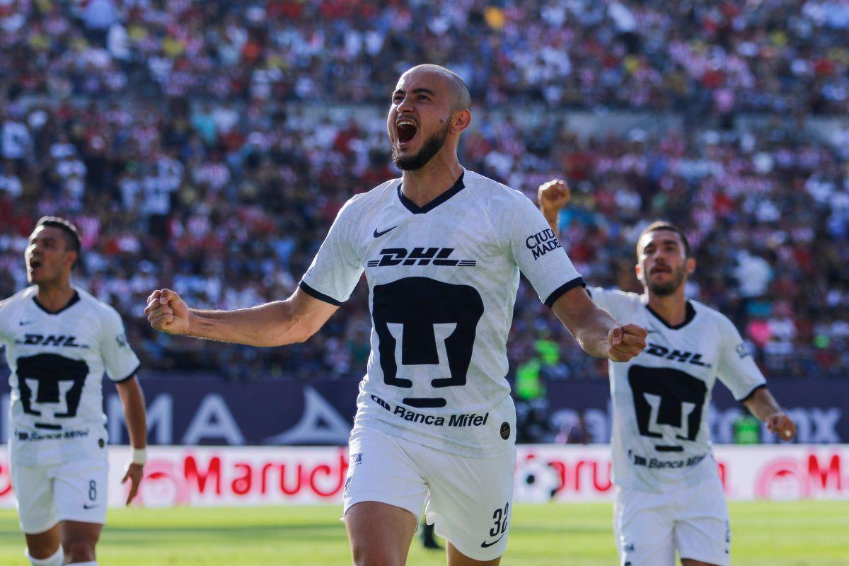 Pumas jugó con cinco mediocampistas y un delantero.
