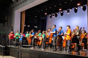 Programa de la Filarmónica de LA imparte clases a estudiantes de bajos recursos