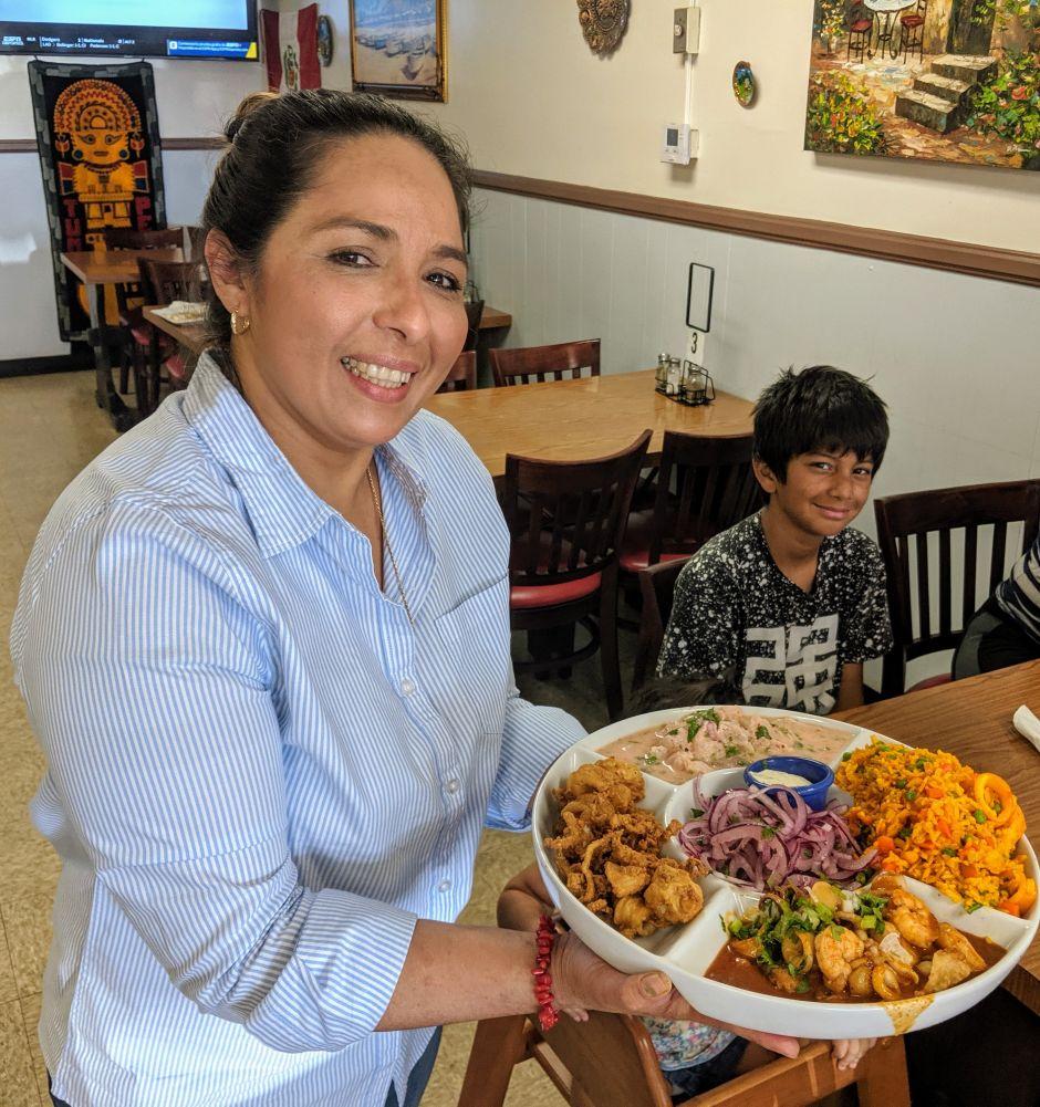 Salvadoreña logra dominar el sabor de los platillos peruanos