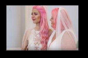 VIDEO: Una youtuber de 24 años se casó con una mujer de 61 que conoció en Tinder