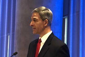 Director de USCIS sugiere que pregunta sobre ciudadanía sirve para ubicar a indocumentados