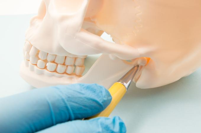 ¿Problemas al masticar? Conoce los síntomas del trastorno de articulación de mandíbula