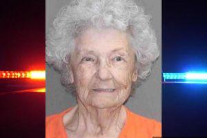 Caso frio resulta en arresto de una mujer de 84 años que presuntamente mató a su esposo a tiros