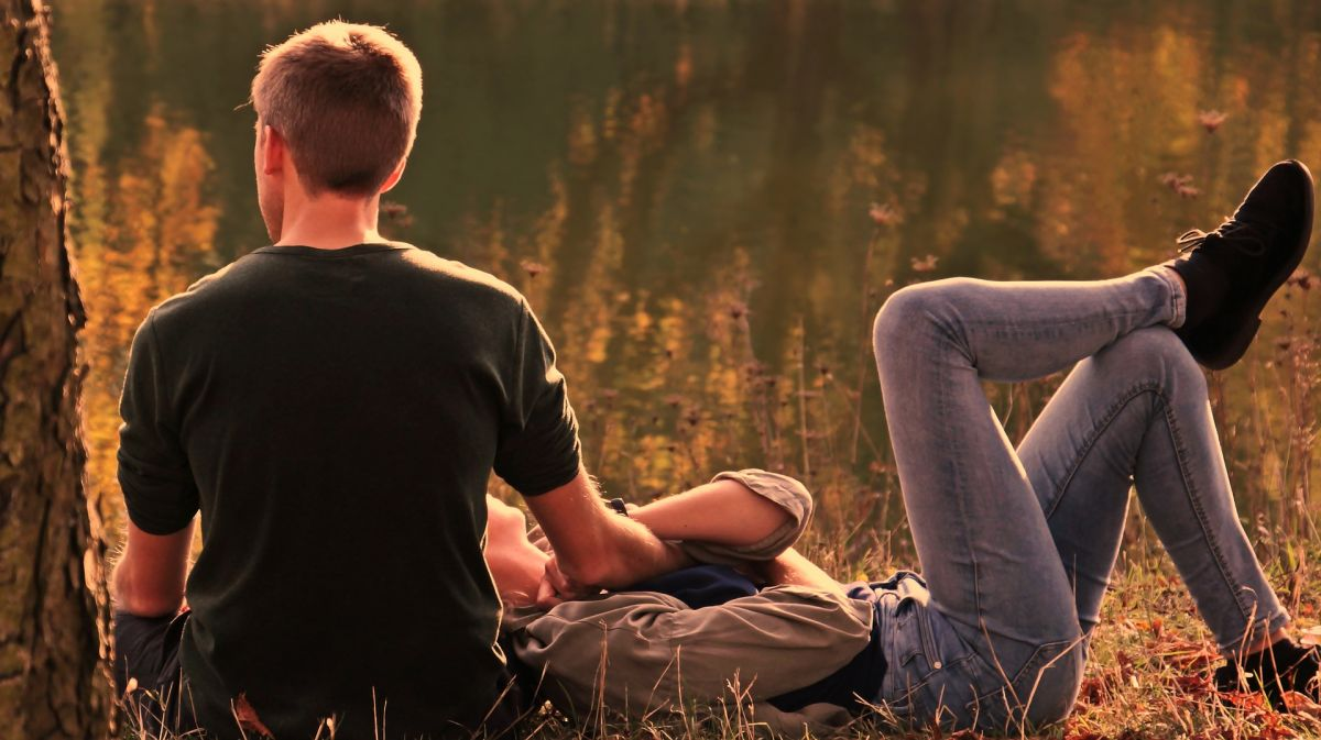 Los pros y contras de tener una relación amorosa con tu mejor amigo
