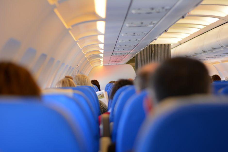 """Video: Denuncia que no la dejan subir al avión por vestir un """"body escotado"""""""