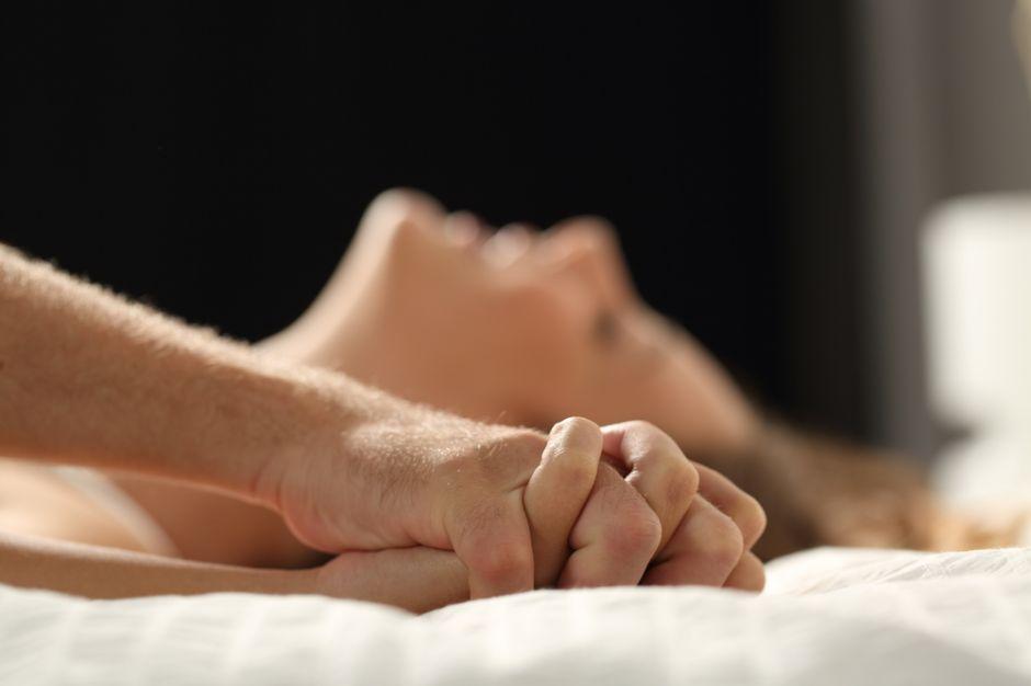 Pareja cae desde un noveno piso mientras tenían sexo; la mujer murió