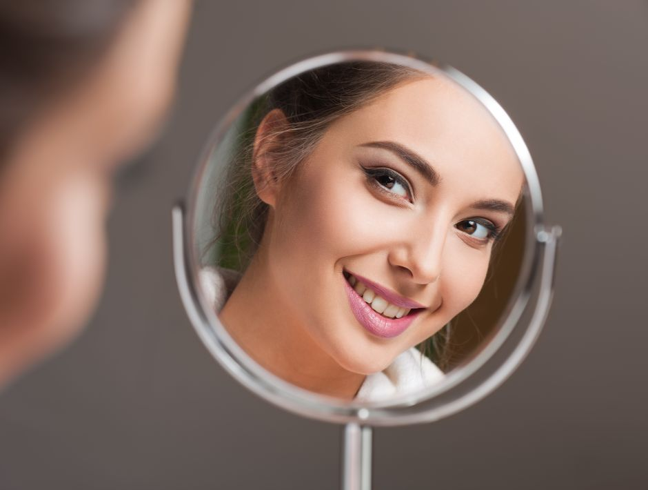 Los 5 mejores espejos con luz para maquillarte más fácilmente