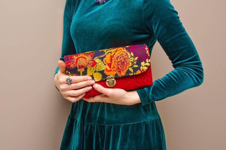 ¿Quieres una cartera única y original? Mira las mejores carteras de cuero pintadas a mano