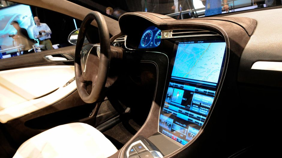 Los autos Tesla tendrán Netflix y YouTube muy pronto
