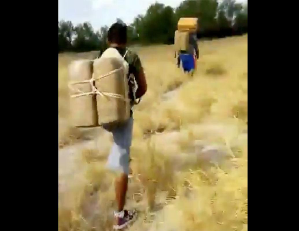 """VIDEO: Así pasan por la frontera droga """"las mulas"""" del Cártel del Golfo y Los Metros"""