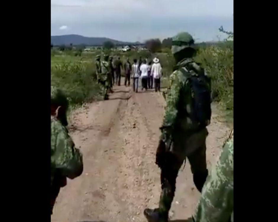 VIDEO: Así atacaron huachicoleros a Guardia Nacional en Puebla