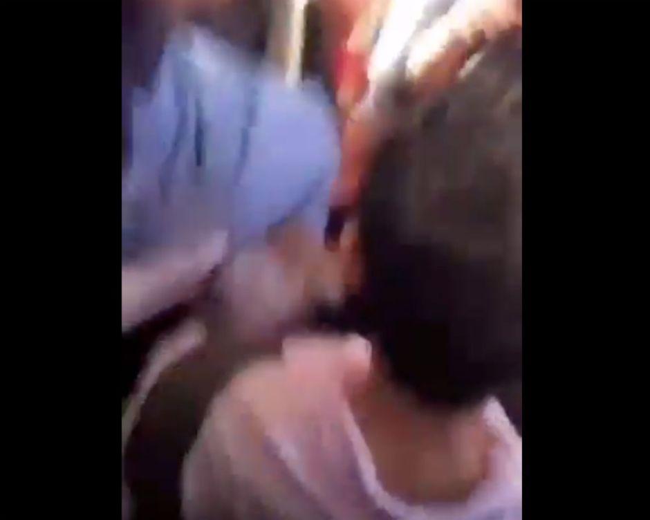 VIDEO: Terror en bus, sujeto amenaza con disparar pistola a chofer y pasajeros