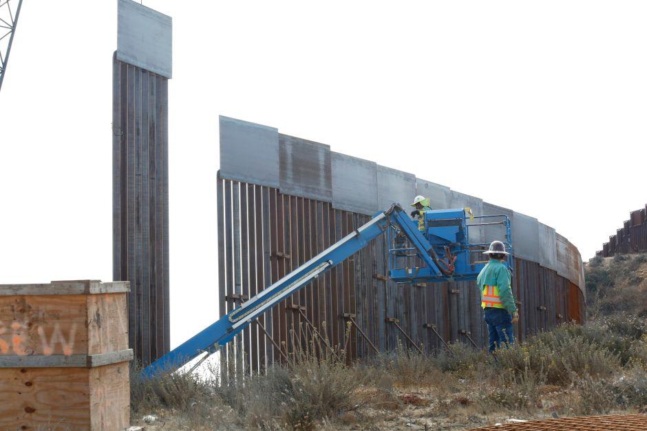 """Sacan agua de un parque protegido del desierto para reforzar """"muro"""" fronterizo de Trump"""