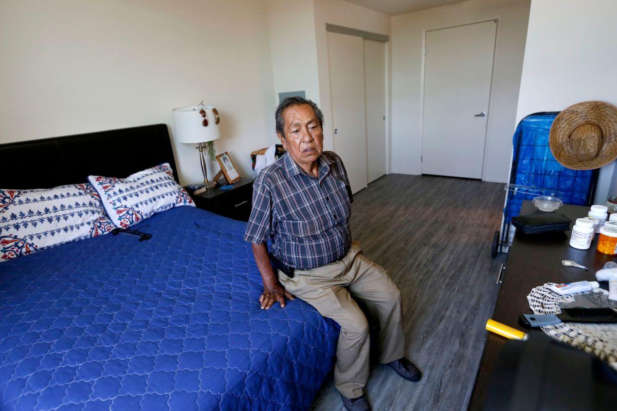Se dispara el número de la tercera edad latina sin hogar en Los Ángeles