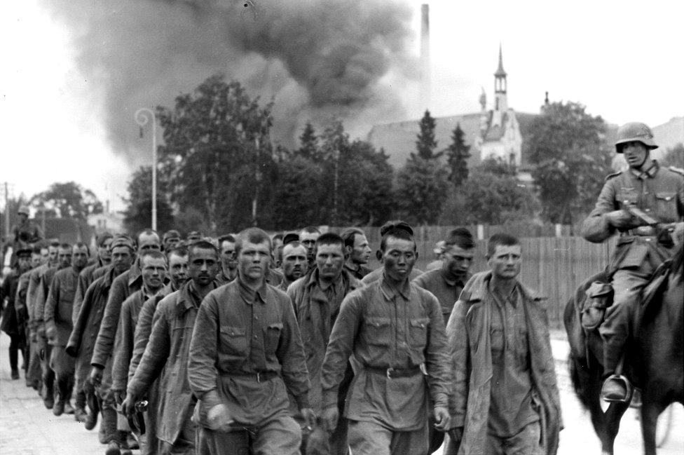Los alemanes ingresaron forzosamente en Letonia en julio de 1941.