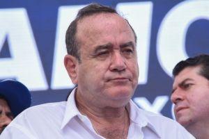 Presidente de Guatemala acusa a México por aumento de contagios en su país