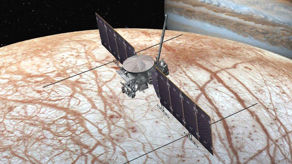 La misión Europa Clipper determinará si la luna Europa de Júpiter puede albergar vida.