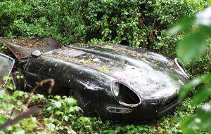 Rescatan un Jaguar E-Type del lodo y su restauración es todo un éxito