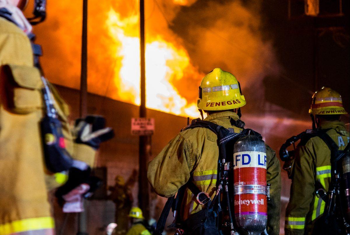 53 bomberos respondieron al incendio el cual fue apagado en 34 minutos.