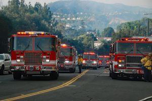 Incendio destruye cerca de 40 campers y otros vehículos en Canyon Lake, California