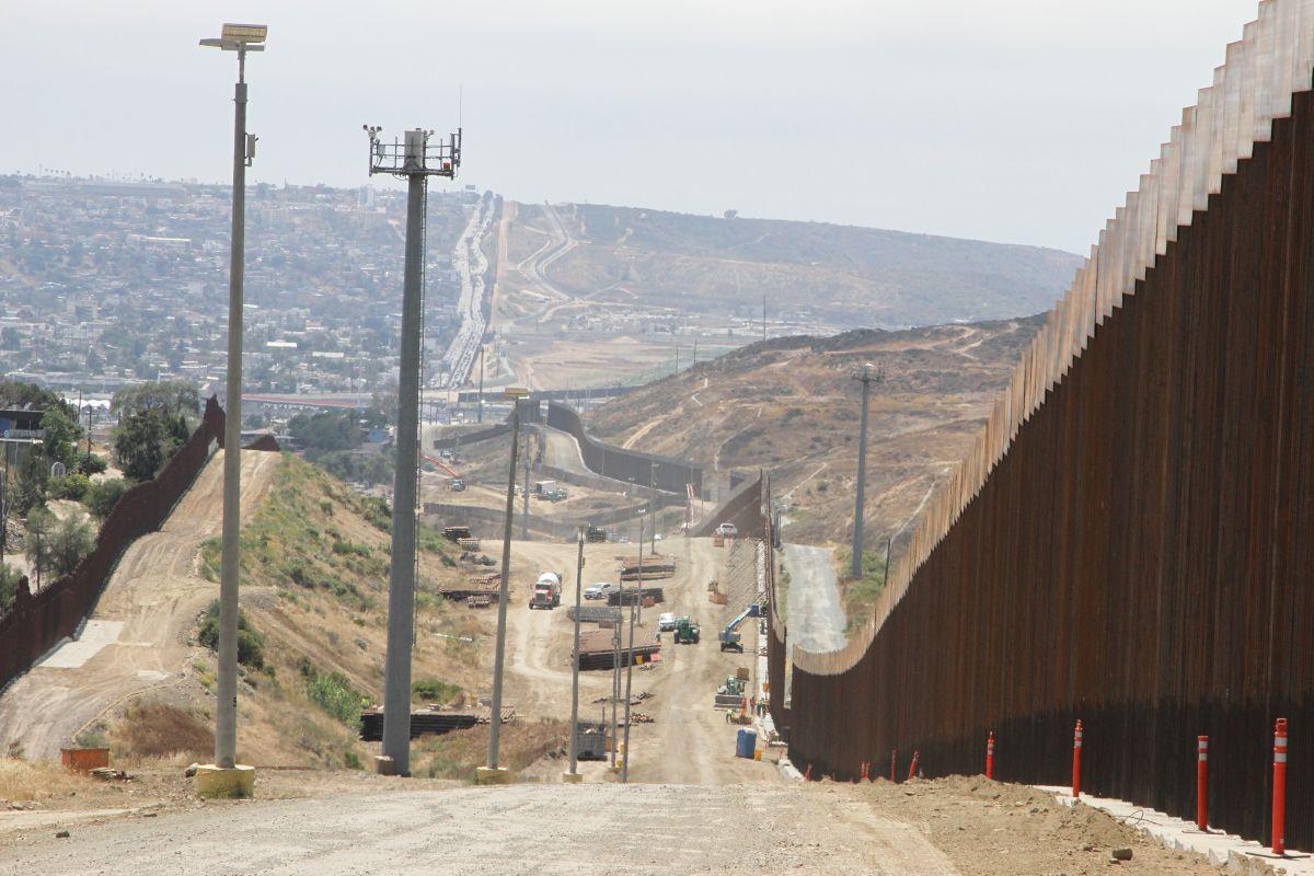 Las pensiones de los militares pagarán el muro de Trump en la frontera