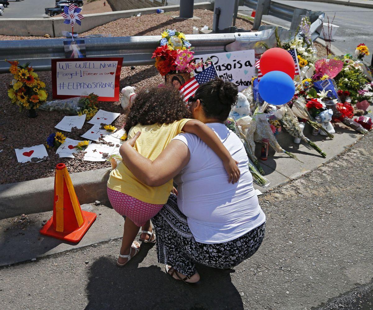 Latinos de El Paso exigen que cesen las matanzas por odio y racismo