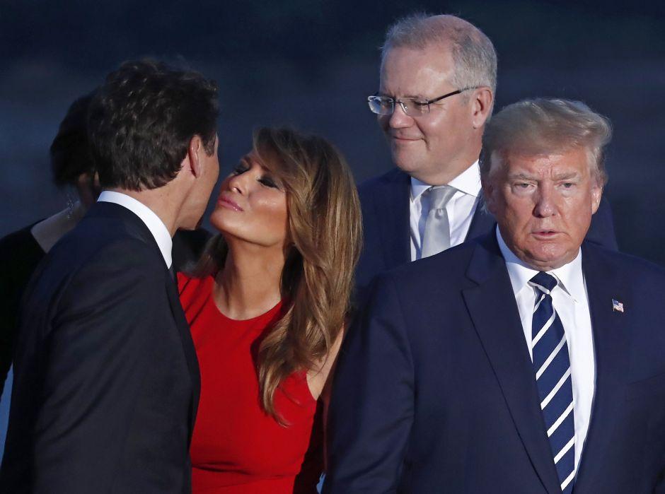 FOTOS: El sugestivo beso de Melania Trump a Justin Trudeau a espaldas de Donald Trump