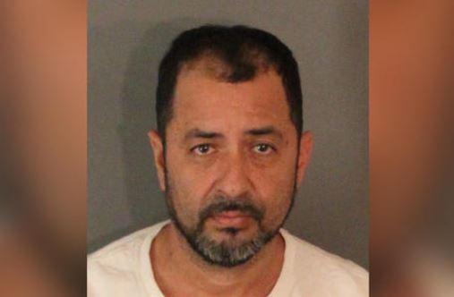 Según investigadores, Carlos Flores, de 48 años, abusó sexualmente de un menor.
