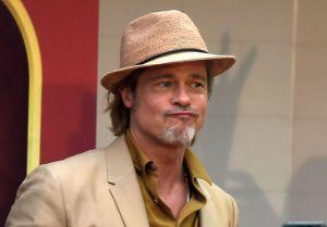 Trabajador de la construcción es tan parecido a Brad Pitt que le piden fotos y autógrafos