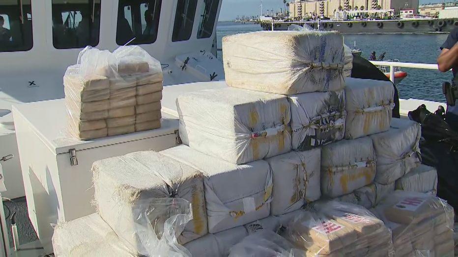 Varios de los paquetes de cocaína mostrados a los medios traían la imagen de la Virgen de Guadalupe.