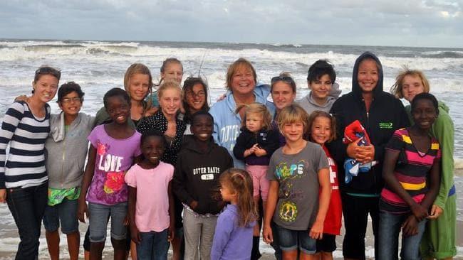 Adoptaron a 38 niños y todavía quieren más