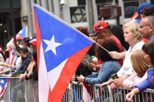 Prohíben a familia desplegar bandera puertorriqueña en su casa en Florida y se forma la grande