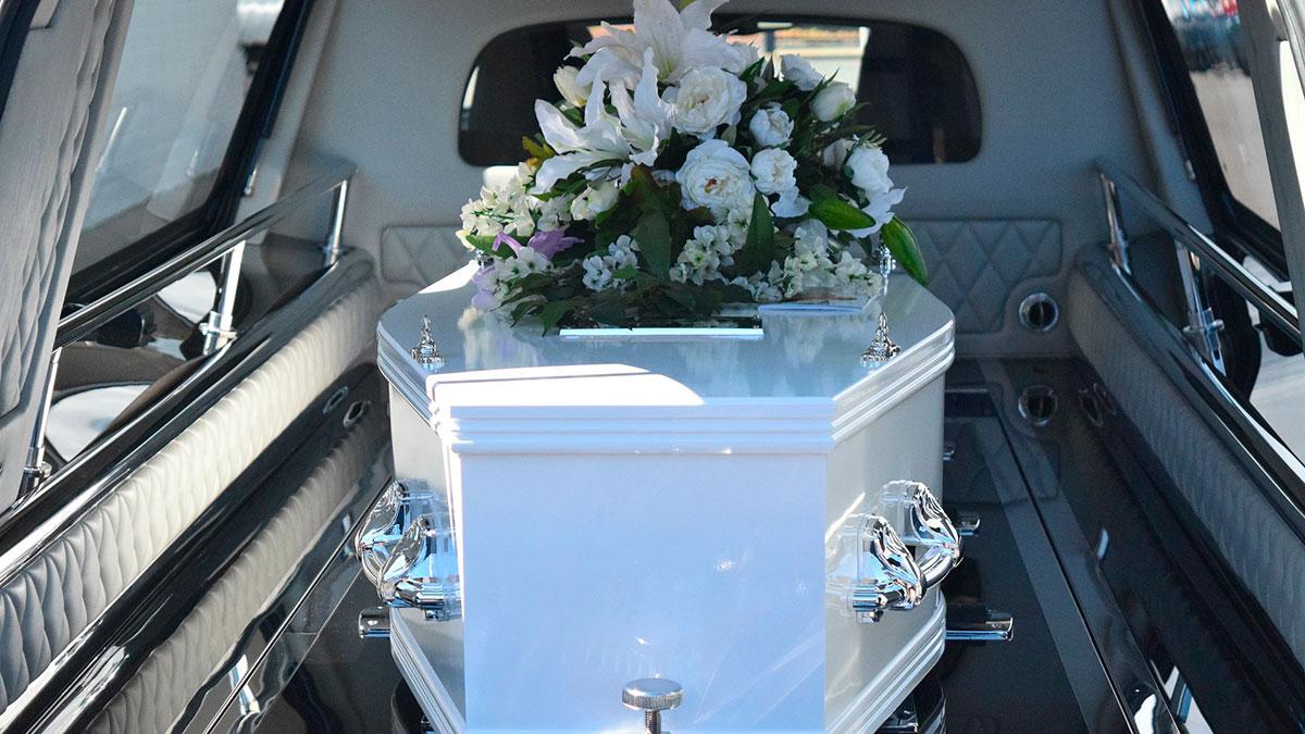 En el funeral de una abuela sucede algo tan curioso que se convierte en viral