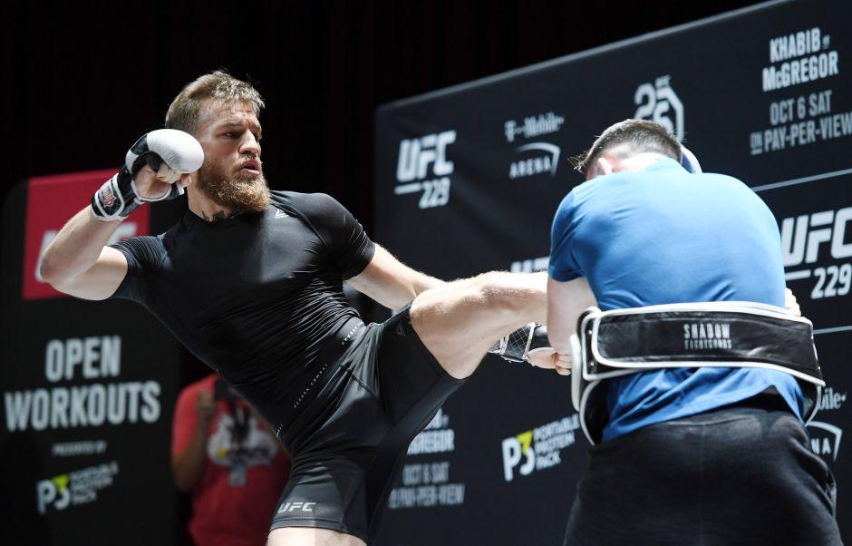 Conor McGregor se disculpó por golpear al hombre que rechazó su whisky