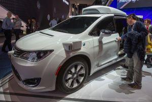 Ex ingeniero de Google acusado de vender secretos sobre carros autónomos a Uber