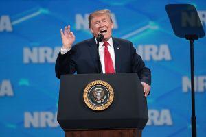 La NRA lanza advertencia a Trump si aumenta control de armas